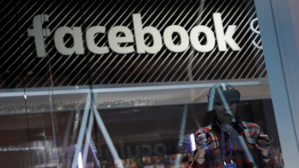 'Big Brother is watching': Facebook 'accidentally' includes secret messages in Oculus VR devices