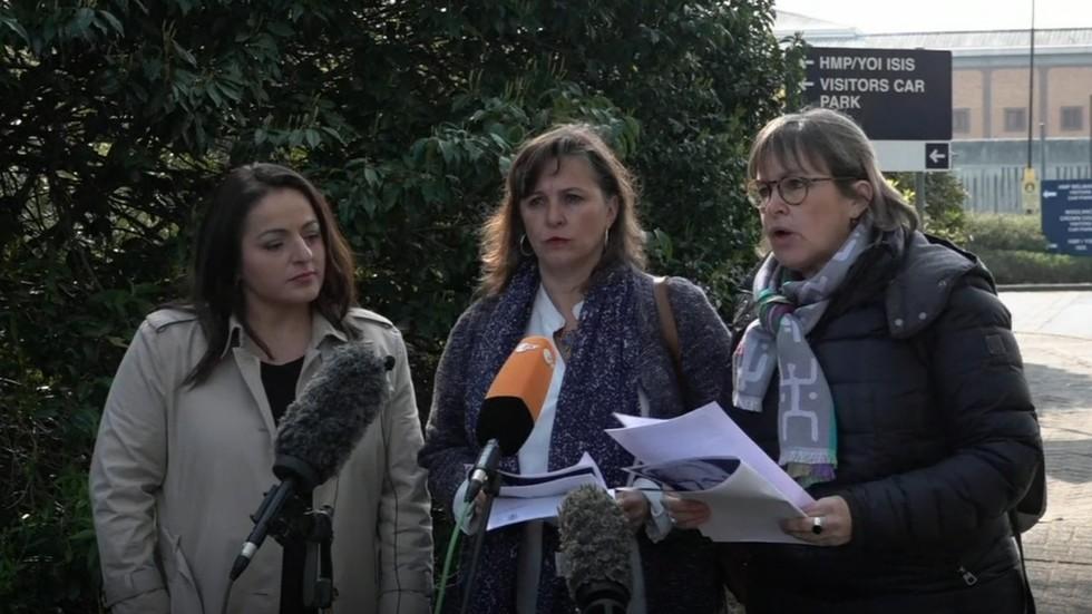 EU politicians speak on Assange at Belmarsh Prison