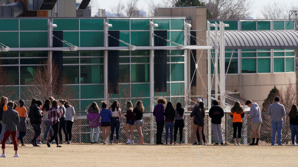 Nearly two dozen US schools on lockdown as FBI hunt for 'armed & extremely dangerous' teenager