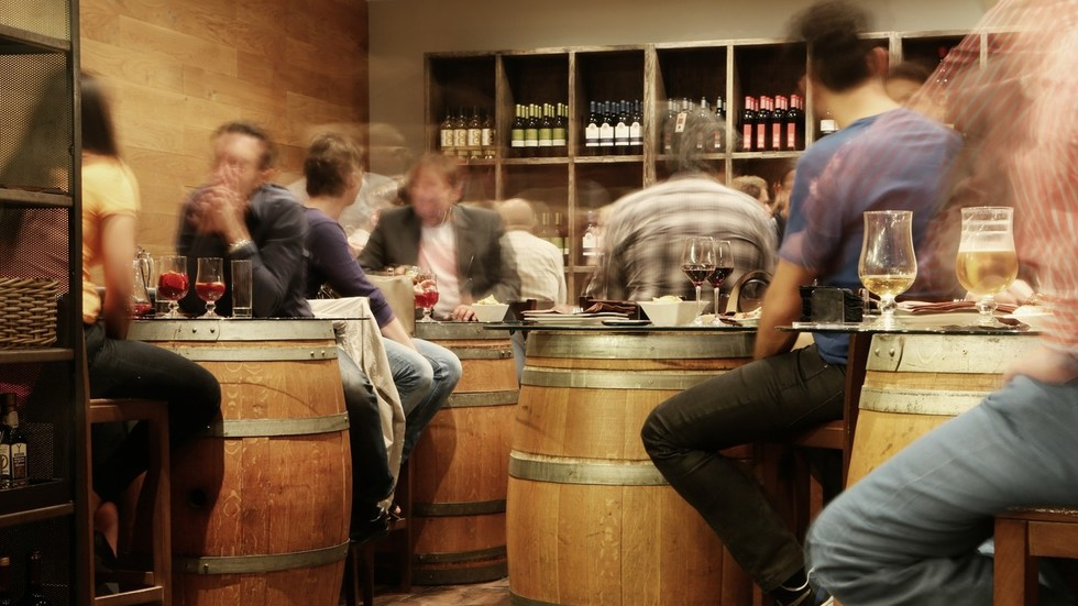 Pub-goers rejoice: Revelers in Moscow to get virtual drinking assistant