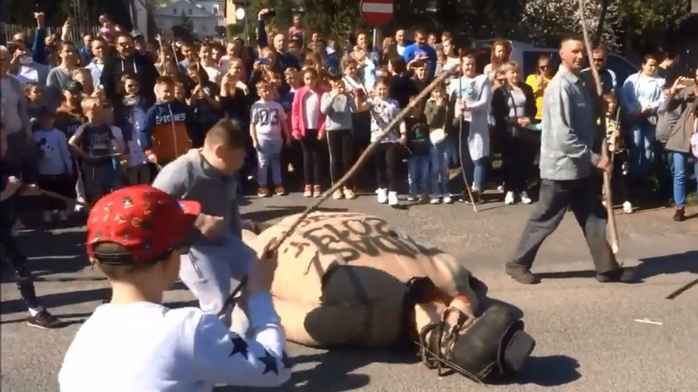 Poles BEATING & BURNING long-nosed effigy of Judas sparks fury of Jewish group