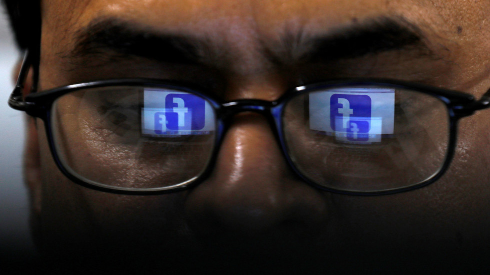 Canadian privacy watchdog blasts Facebook for 'abdicating responsibility' for user data