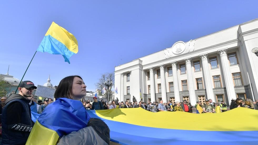Ukraine passes controversial language law, isolating Russian-speakers