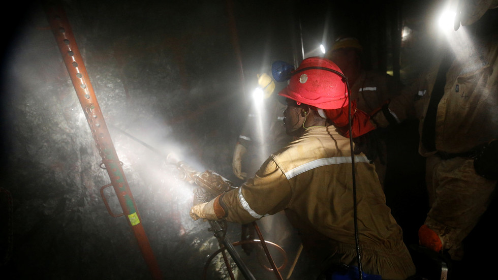 1,800 trapped underground in South Africa platinum mine – reports