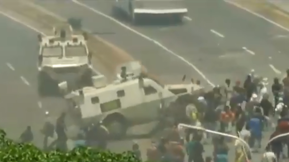Military vehicle runs over rioters in Caracas – TV footage