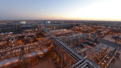 FILE PHOTO: Saudi Aramco's khurais mega project © Reuters