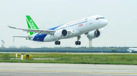 FILE PHOTO: China's domestically developed C919 passenger jet © Reuters