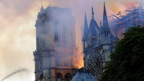 Roof of Paris' Notre Dame Cathedral has completely collapsed (VIDEO)