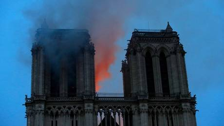 Fire spreads to one of the rectangular towers on the front of Notre Dame (WATCH LIVE)