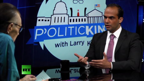 George Papadopoulos s'entretient avec Larry King dans son émission Politicking © Youtube / RT America