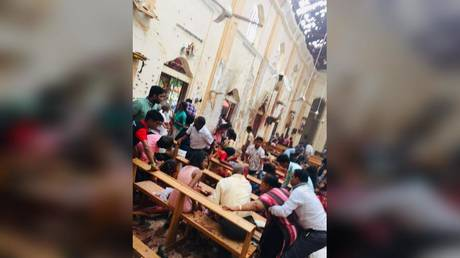 Blood & chaos: WATCH worshippers struggle to aid wounded after Sri Lanka church bombing