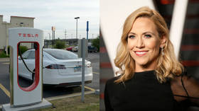 Favorite mistake: Sheryl Crow asks Twitter to help when her Tesla won't start, but gets puns instead