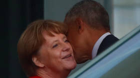 Love, death & robots: Obama snuggles with Merkel, recalls old droning times at VIP gala in Germany