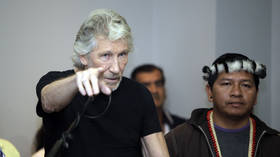 Roger Waters: Assange arrest proves UK is a satellite state of US (E739)