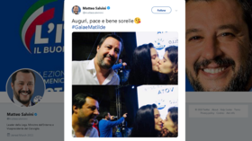 Italy's Salvini photobombed by kissing lesbian couple… tweets pics in response