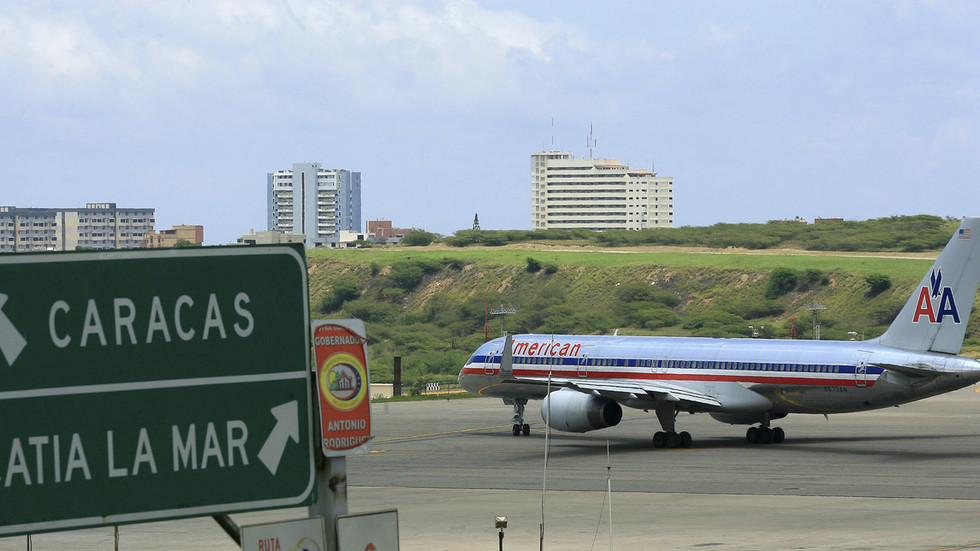 US bars American pilots and low-flying planes from Venezuelan airspace