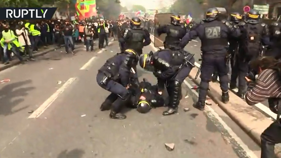 Injured cop collapses during May Day protests in Paris
