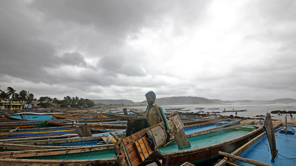 800,000 evacuated as 'extremely severe' Cyclone Fani bears down on India
