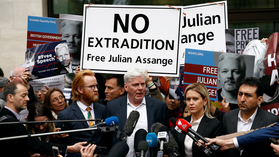 WikiLeaks editor denied entry to Ecuadorian Embassy to retrieve Assange's belongings