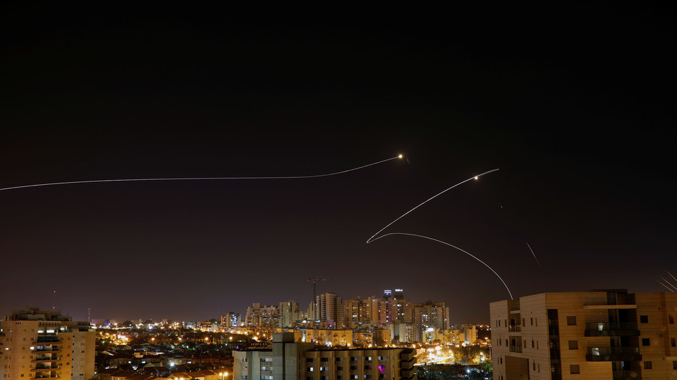 Sirens ring out & explosions heard as rockets from Gaza target Israel's south