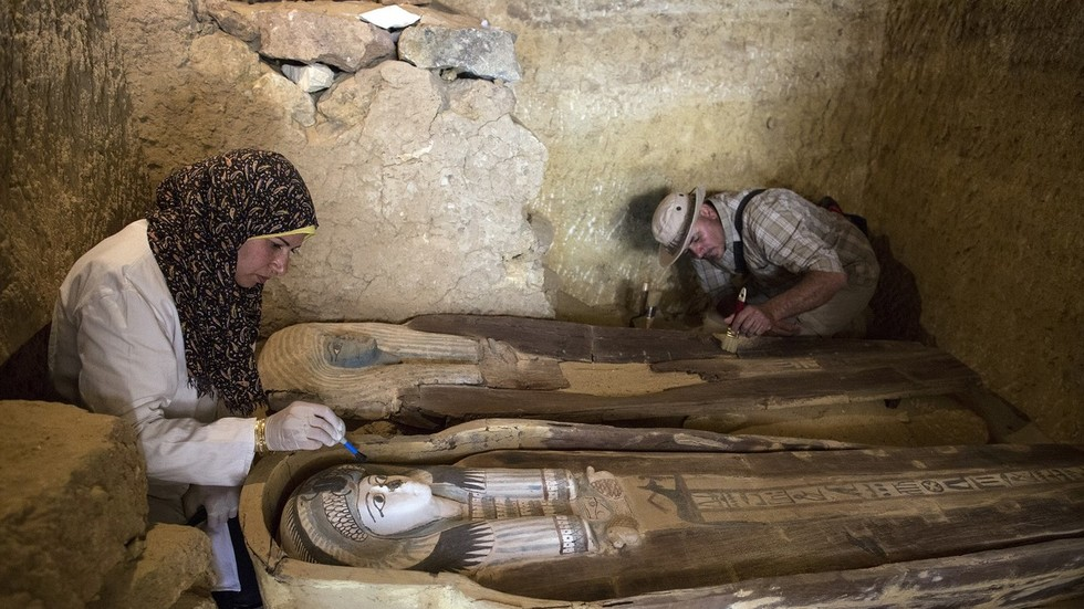 Well-preserved statues & coffins of Ancient Egypt 'big wigs' unearthed at 4,500 yo cemetery (VIDEO)