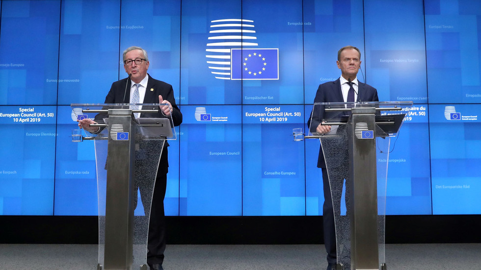 'Totally unacceptable': Juncker defends Tusk from Hitler, Stalin name calling by Polish state TV