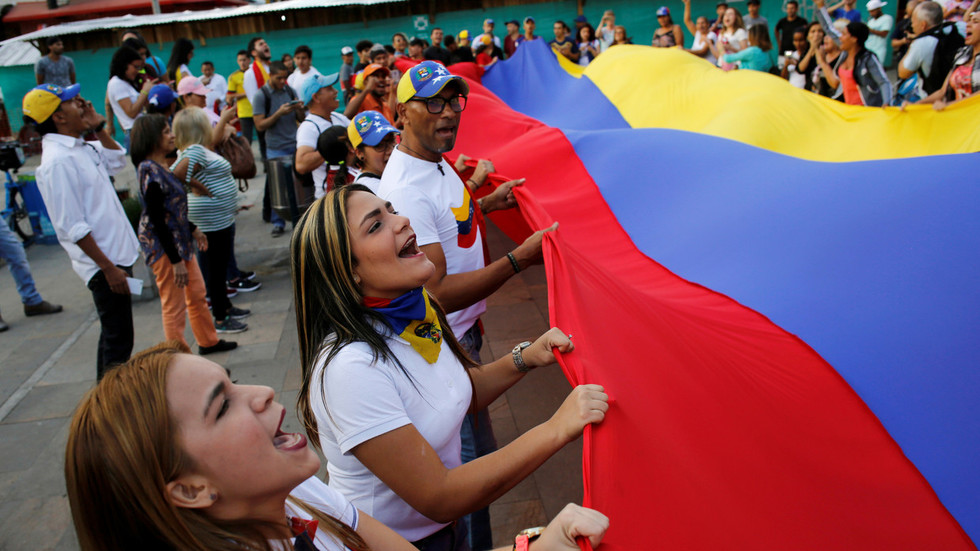 Venezuela to prosecute turncoat lawmakers following failed coup - court