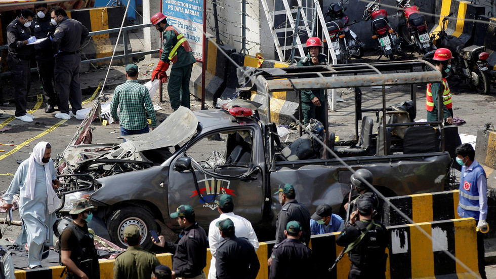 Moment of deadly suicide blast in Pakistan's Lahore caught on CCTV