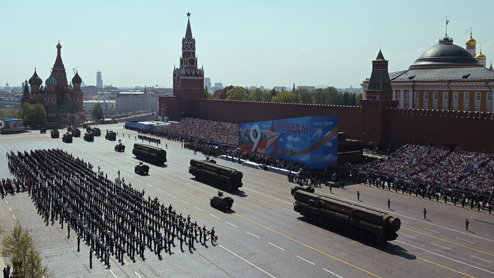 Russia marks V-Day with parade of battle-proven hardware & state of art weaponry (FULL VIDEO)