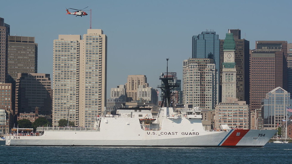 Venezuelan Navy wards off US Coast Guard ship 'close' to territorial waters