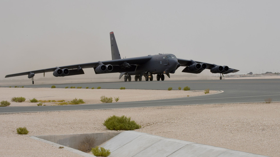 American B-52s fly first mission over Persian Gulf to 'send message' to Iran (PHOTO, VIDEO)