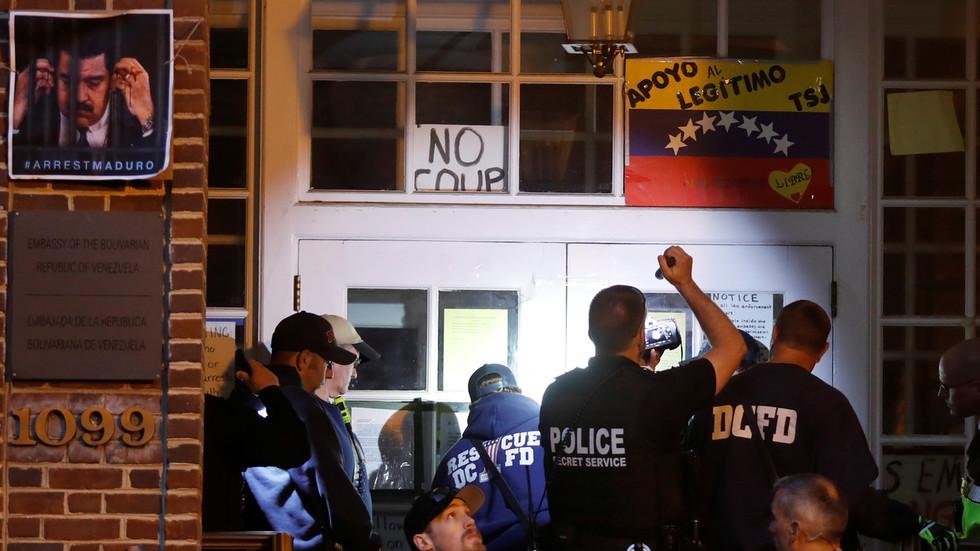 US police raid Venezuelan embassy to evict pro-Maduro activists defending it from 'illegal seizure'