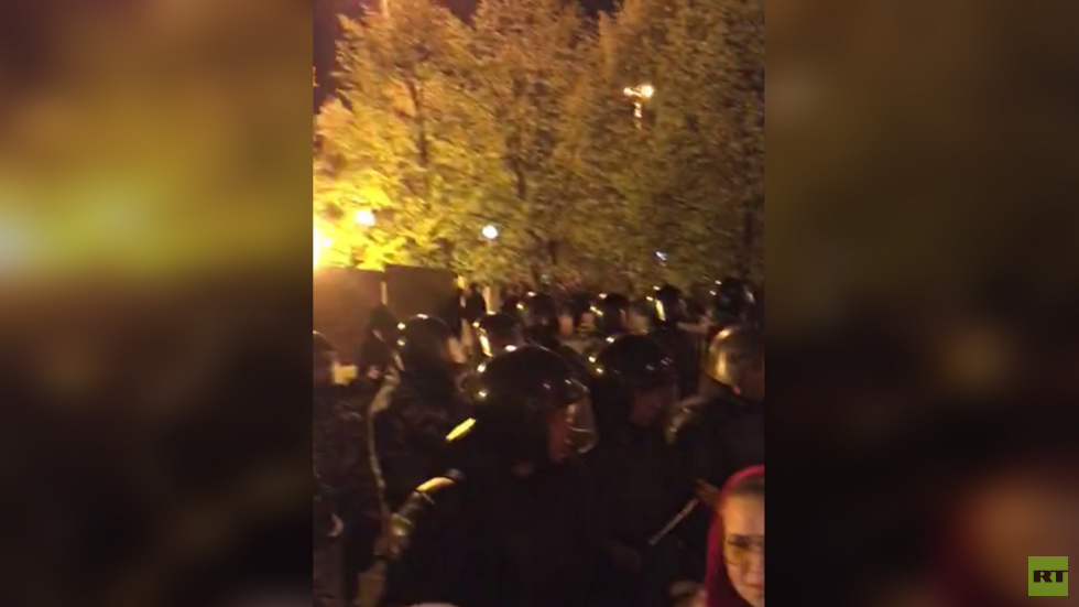 Firecrackers, scuffles & arrests: Church construction protesters face off with riot police (VIDEOS)