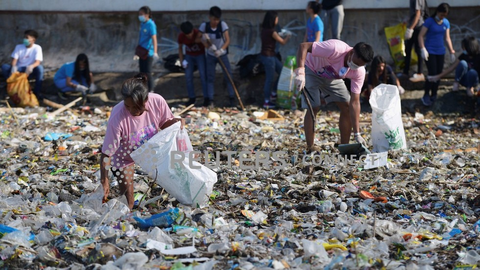 Smell of trash war: Philippines recalls diplomats as Canada fails to ship its garbage back