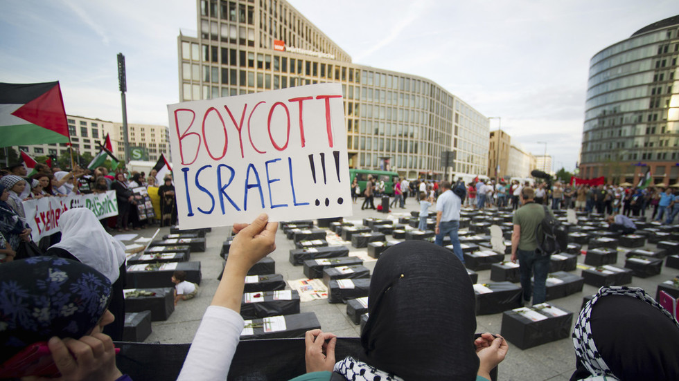 BDS = anti-Semitism? Germany passes motion against Palestinian protest movement
