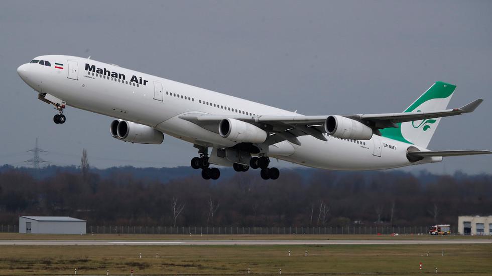 Decolagem de um Airbus A340-300 da companhia iraniana Aero Mahan