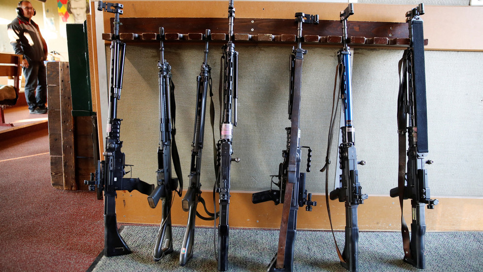 Gun-loving Swiss agree to harsher firearm control to avoid Schengen tensions