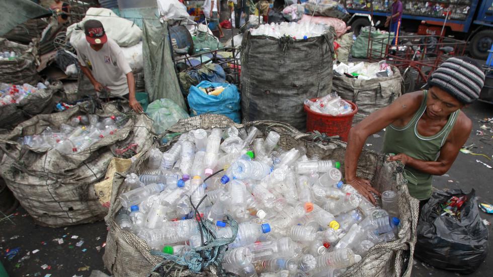 'Upset' Duterte orders Canadian trash to be returned or DUMPED in territorial waters