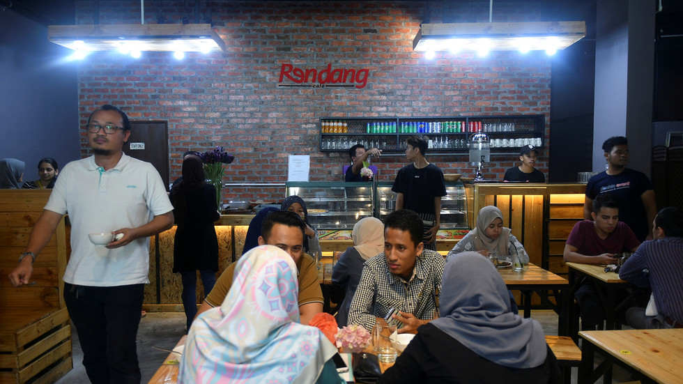 Ramadan Police: Malaysian Officials Disguise As Waiters To