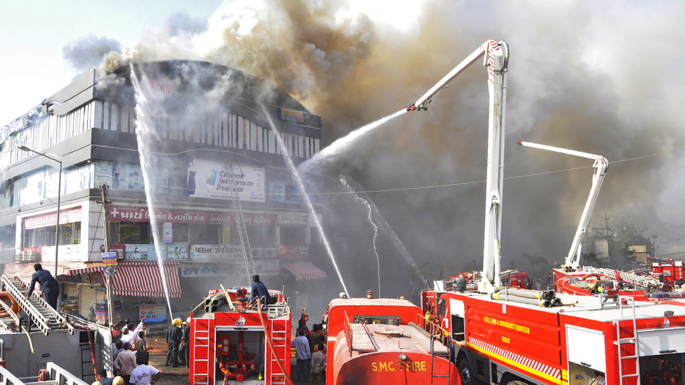 Students jump off roof in horrific India center fire, at least 18 confirmed dead (VIDEOS)