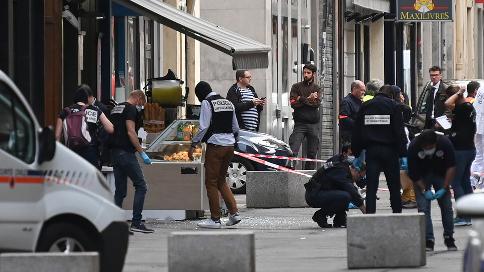 WATCH French police swarm streets after bomb filled with bolts goes off in Lyon