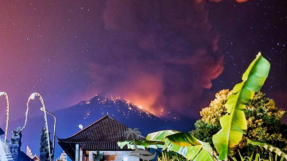 Mt. Agung volcano erupts in Bali, spewing lava & hurling rocks (VIDEO, PHOTOS)