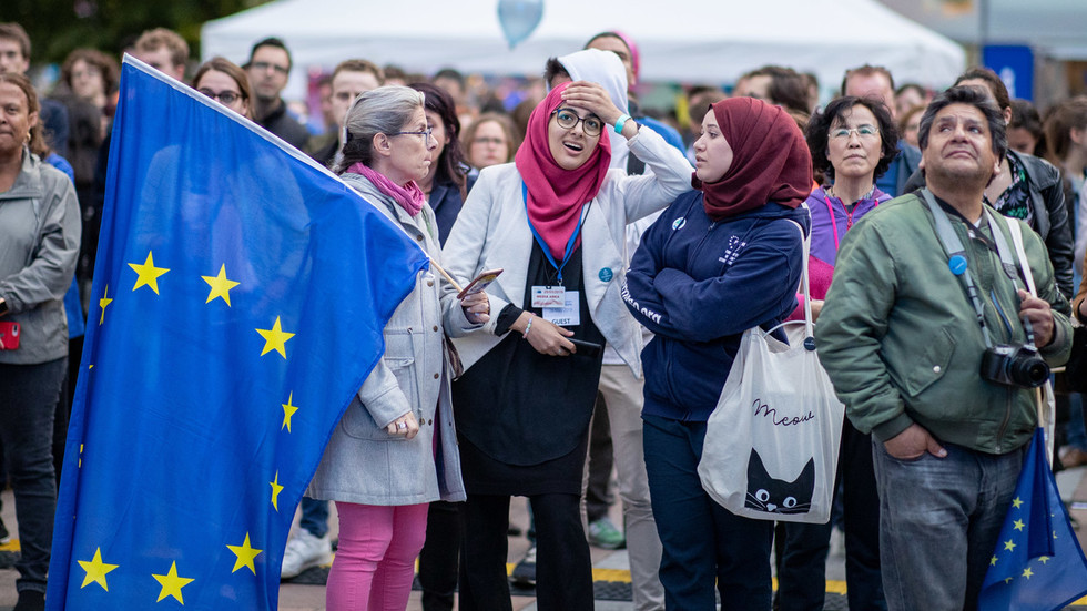 EU elections over: Exit polls show surge for right-wing & green parties amid high turnout