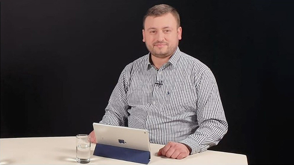 Editor-in-chief of Russia's Sputnik Lithuania news agency detained at Vilnius airport