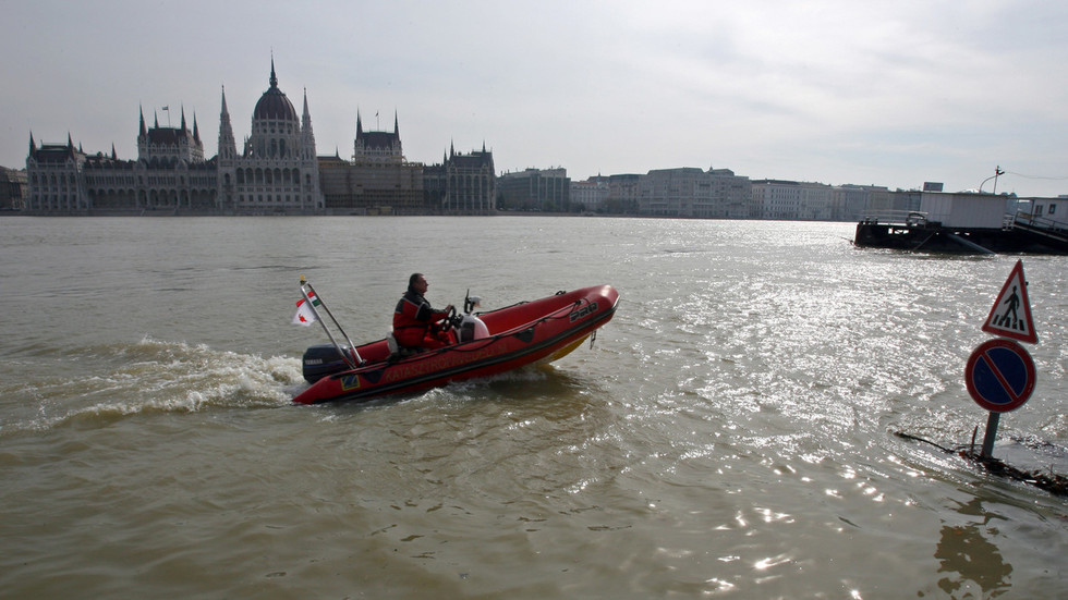 At least 3 killed after tourist boat with dozens on board capsizes in Budapest