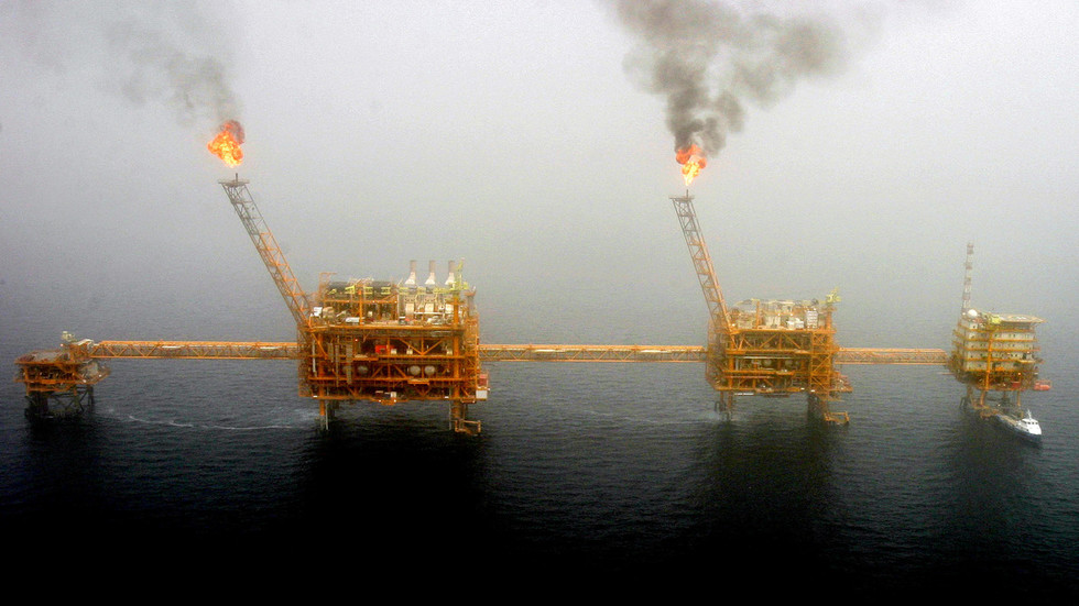 China rebuffs US penalties threat for allowing ship with Iranian oil to enter Hong Kong