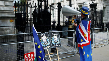 UK's govt making 'final push' to do Brexit deal amid pressure on PM May to quit