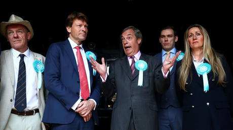 'Farage building movement off power of social networks': Brexit Party winning the online war