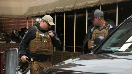 Police with battering ram raid Venezuelan Embassy in DC & arrest anti-coup activists (VIDEOS)