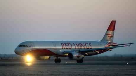 Man wreaks havoc aboard Russian plane, brawls with passengers & DIES